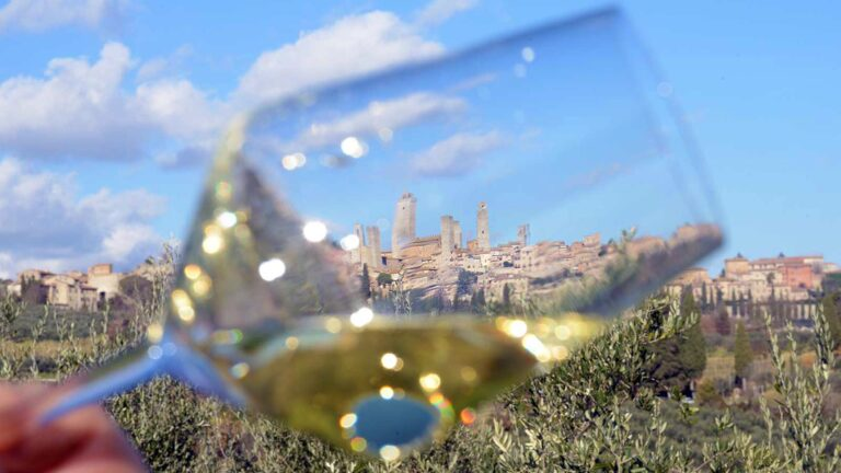 A glass ofVernaccia di San Gimignano, a glass of The Manhattan of the Middle Ages