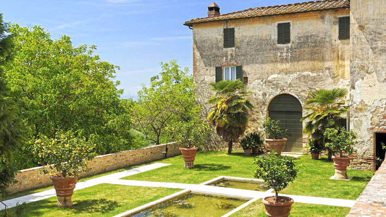 The perfect Tuscan Farm - Row garden, vineyards, olive groves, woods