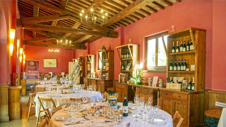 The private wine tasting will take place in a light-wine-lunch mode at SCACCIADIAVOLI
