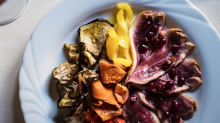 Florentine steack slices and vegetables ready to be paired with Olive Oil