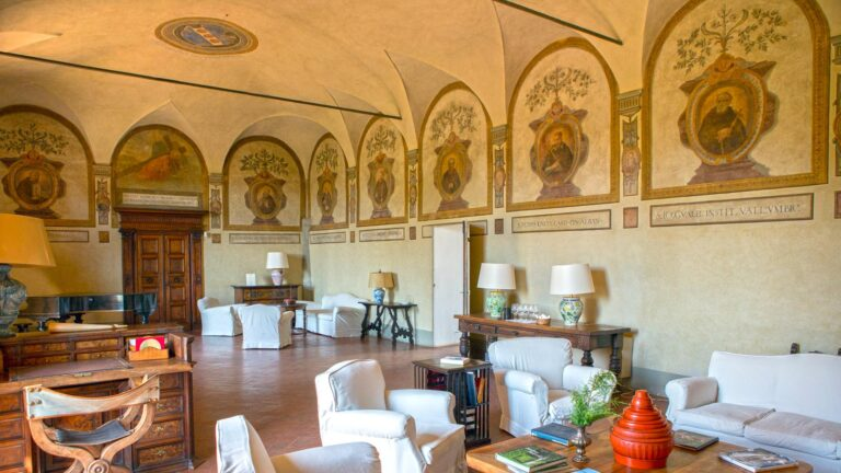 Wine history in TOSCANA - restaurant in a millenary Abbey refectory