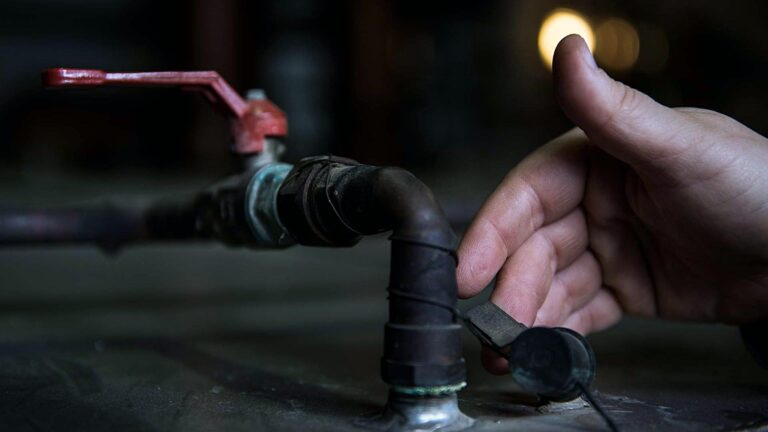 BY HAND process and technique of distilling