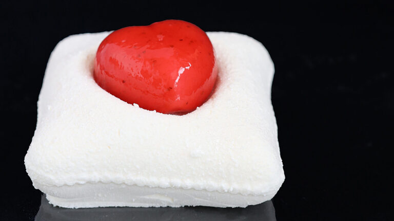 In this Pastry Academy the chef learns to work putting his heart into it