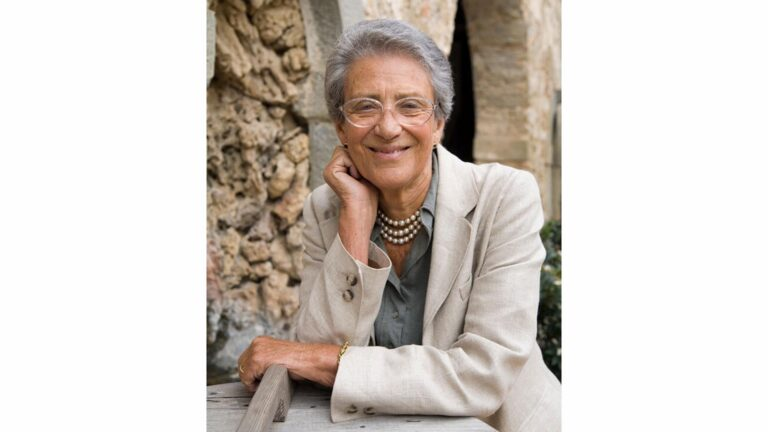 Noble lady Lorenza de Medici welcomes you at the most ancient cooking school in Tuscany