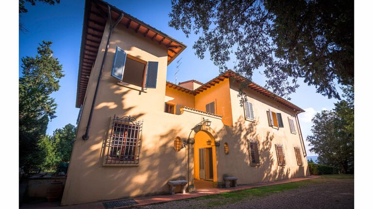 TUSCANY, Chianti - Welcome guests to the private Villa of the Marrocchesi Marzi family
