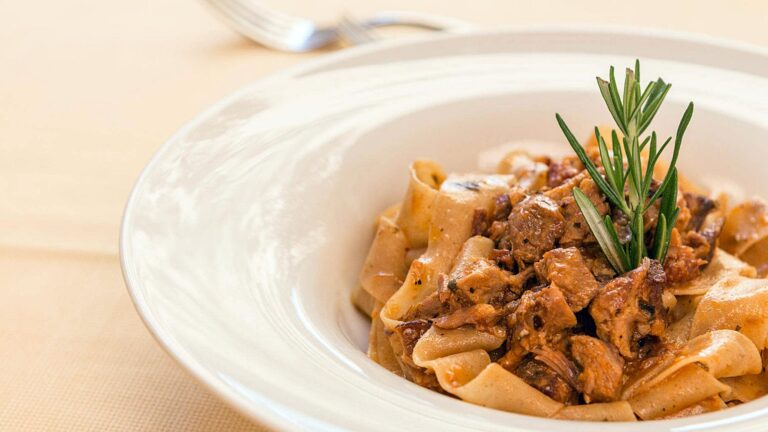 Tuscan cuisine means rusticity and elegance together